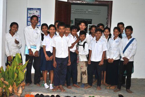 Tchey School computer students